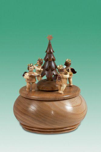 spieldose engelgruppe mit tannenbaum natur durchmesser. Black Bedroom Furniture Sets. Home Design Ideas